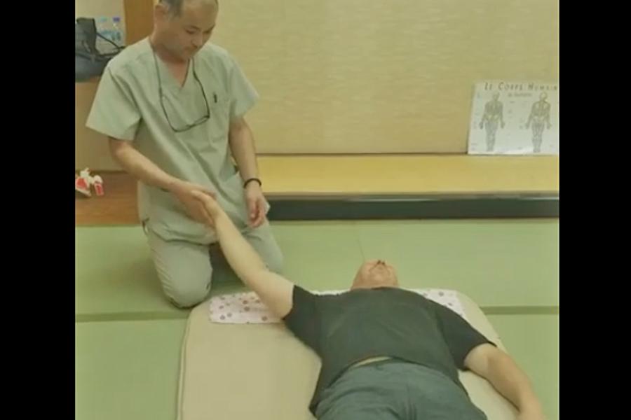 Démonstration vidéo de Masanori Okamoto - © 治療室ホスピターレ